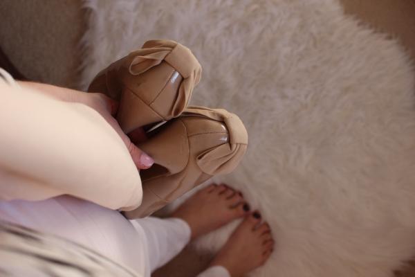 Love Shyla | The Role of Beauty | Sunday Shoes & Pink Purse