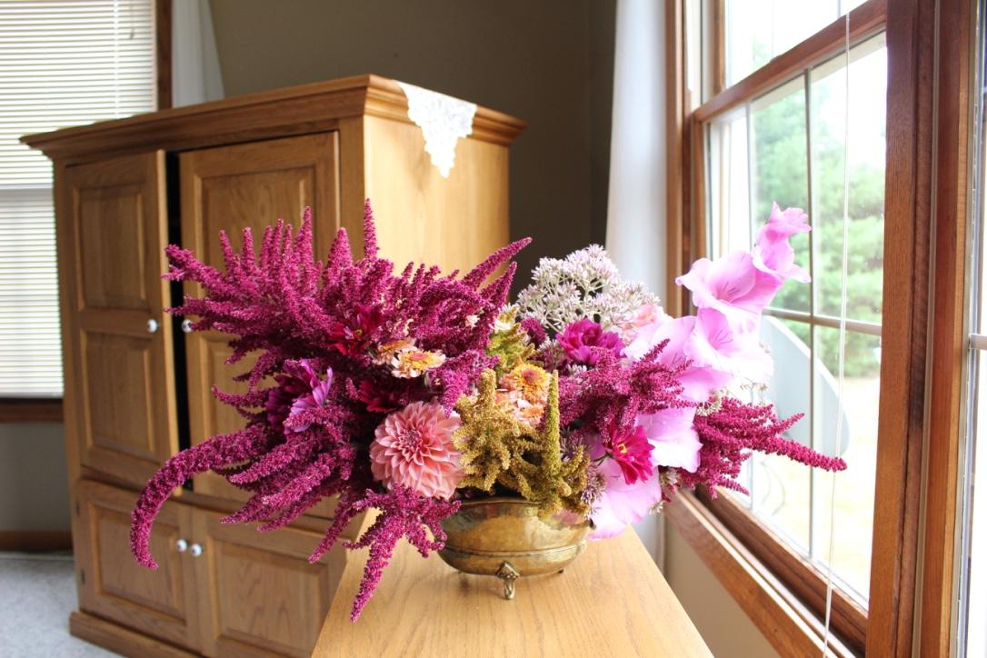 Honey, butter, jasmine & wine bouquet | Burgundy, lavender and gold | Loveshyla.com