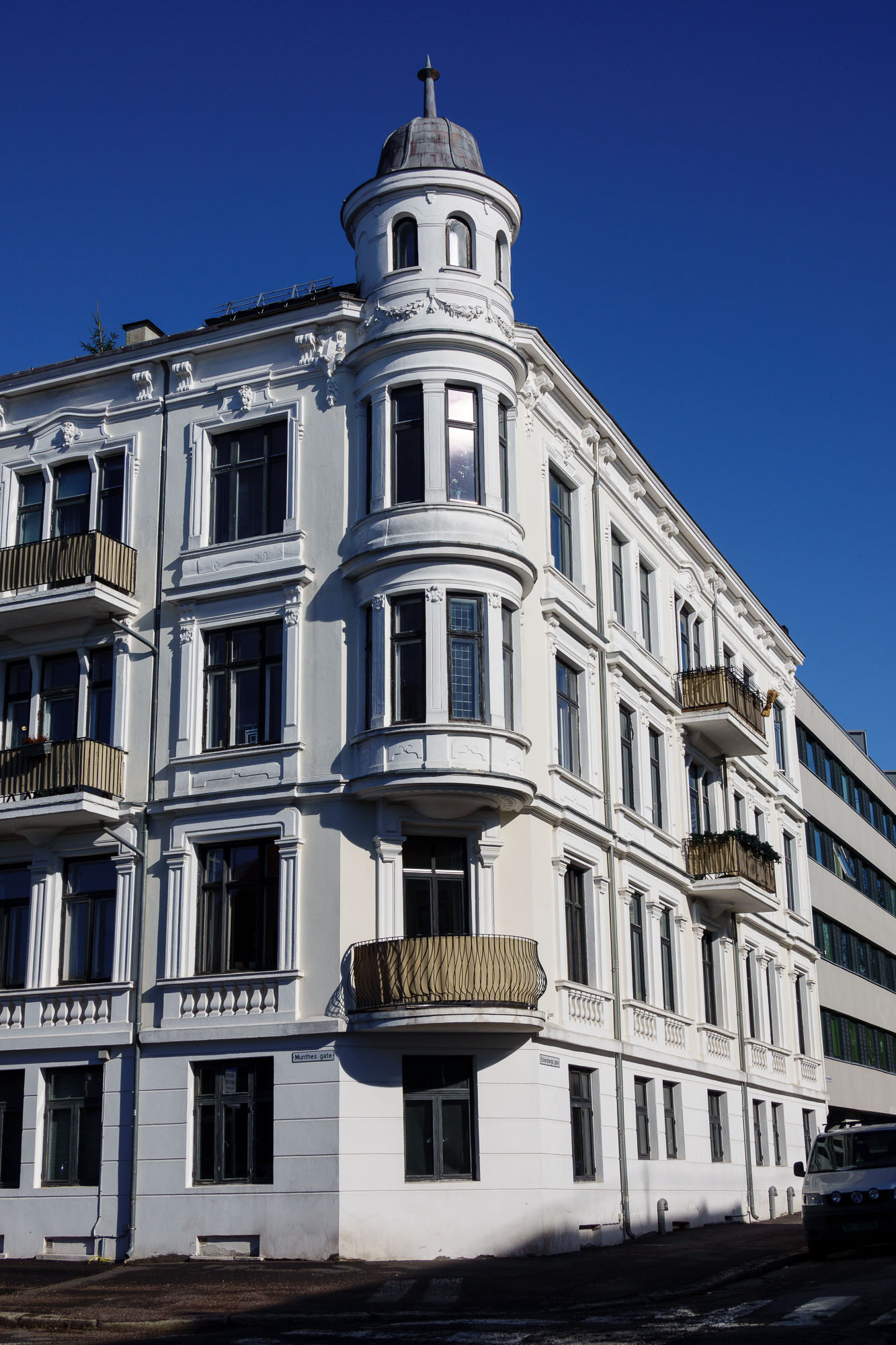 1890s Apartment