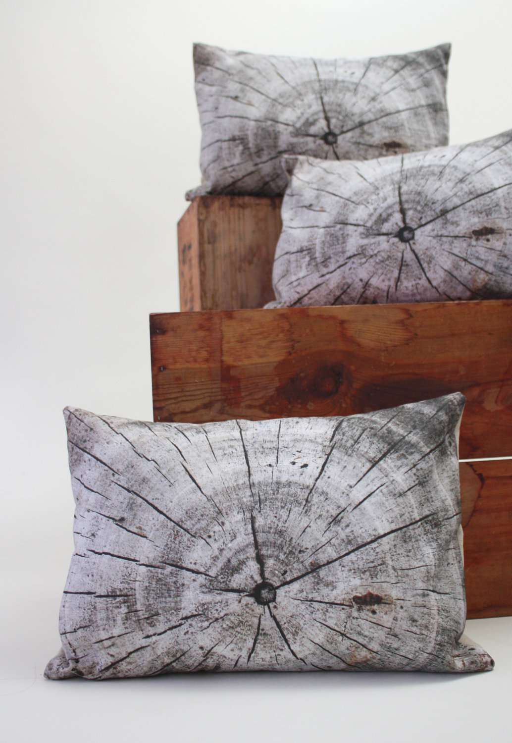 Decorative driftwood pillow by Plantillo