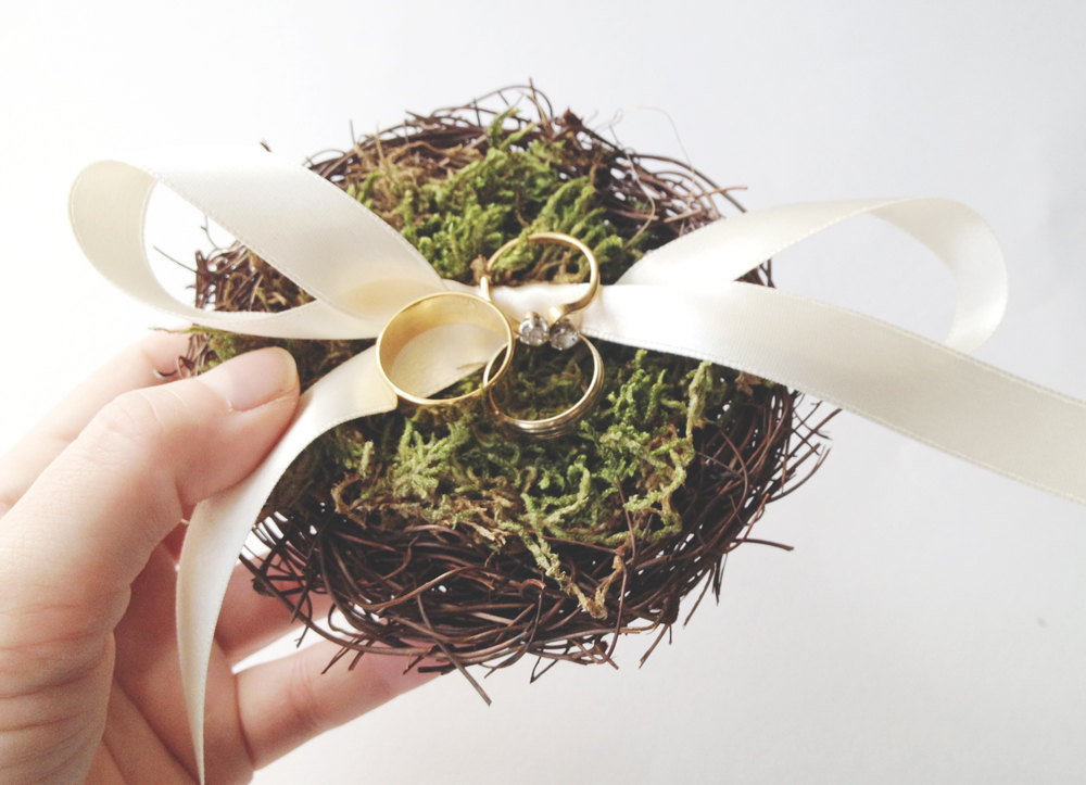 Nest ring pillow