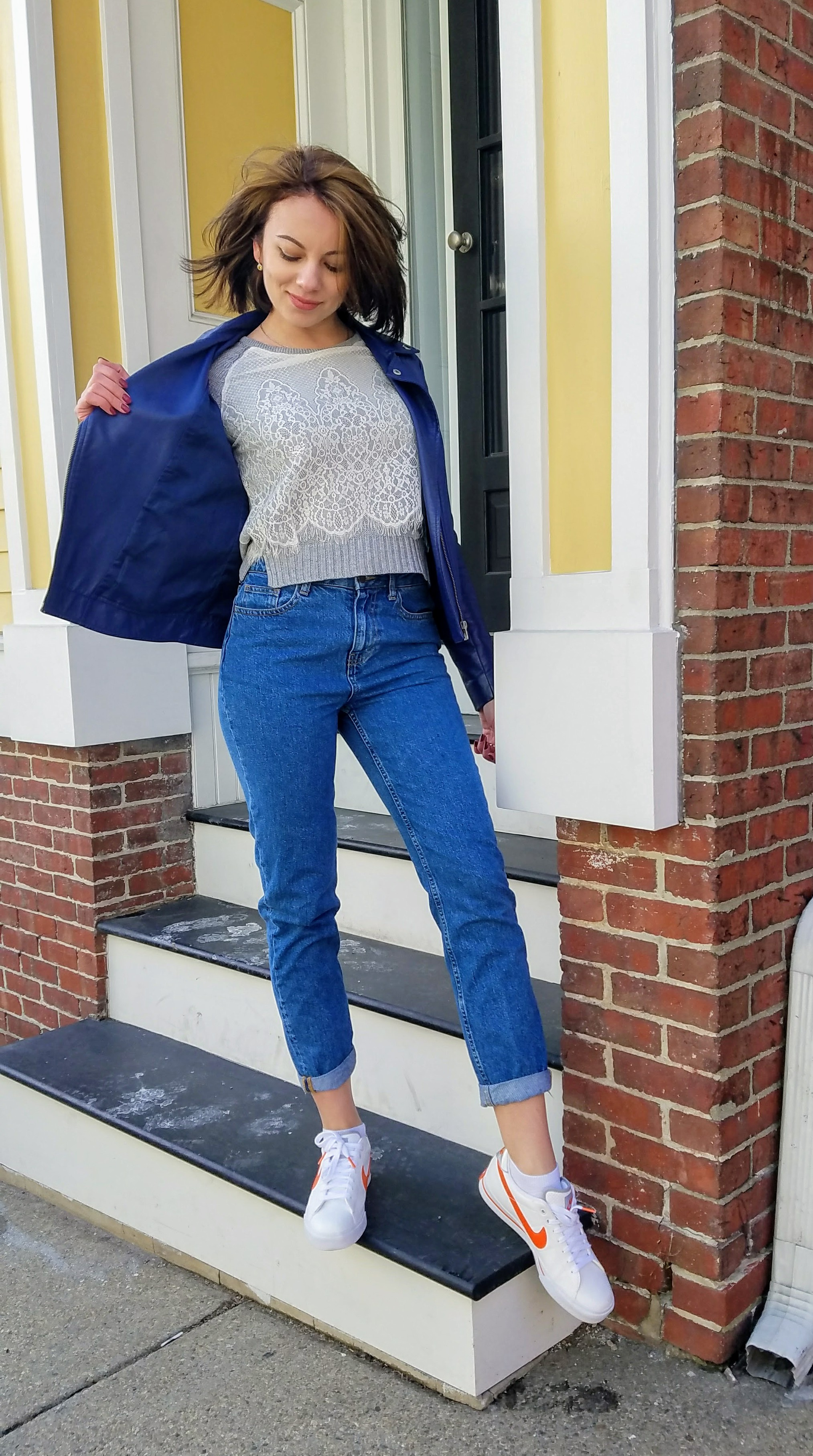 Open blue jacket, gray sweater, mom jeans, Nike sneakers outfit