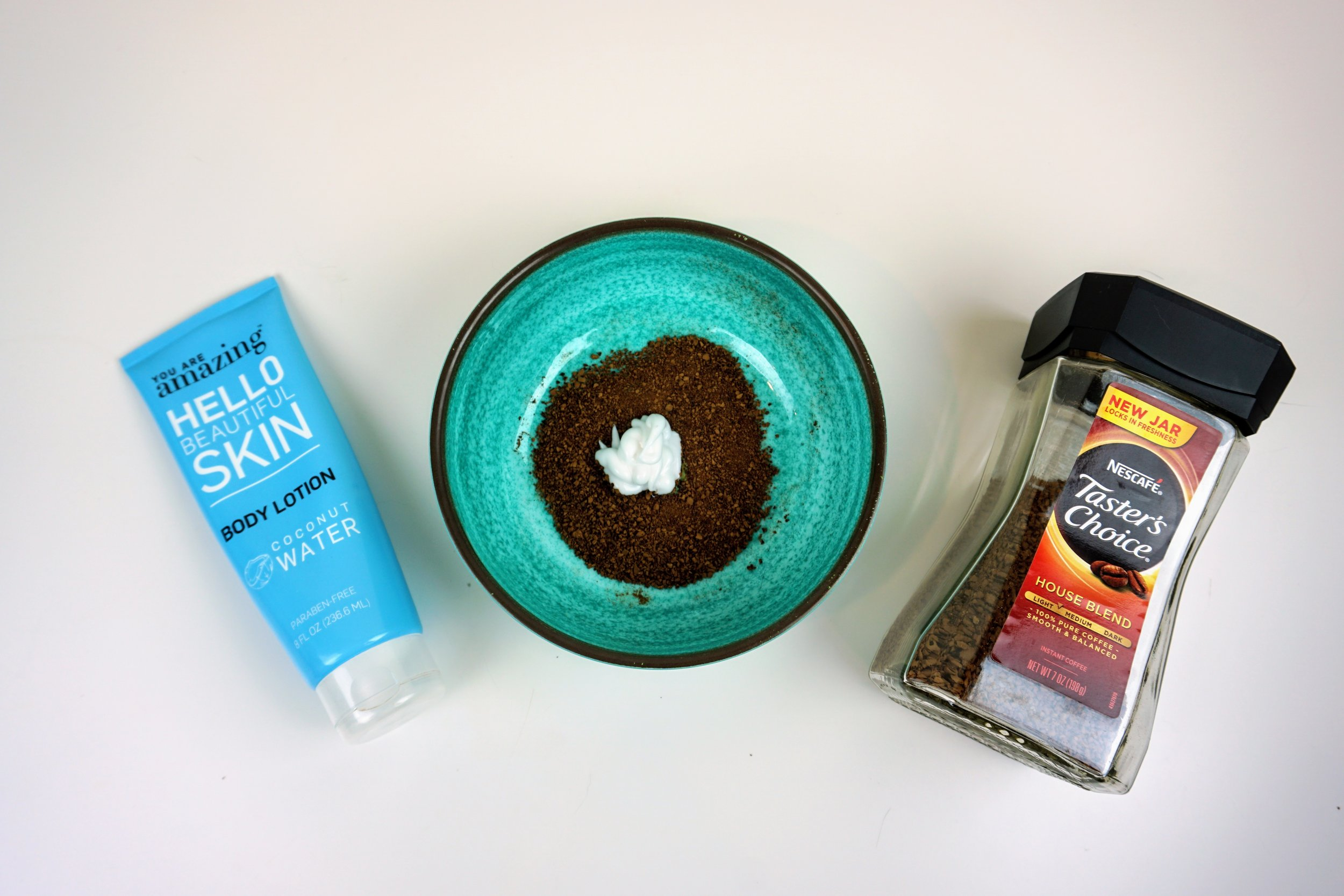 Lotion and coffee mixture to create a DIY tanner.