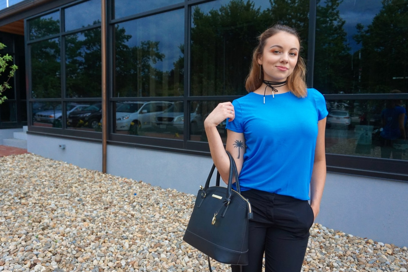 A simple blue top: one of the wardrobe essentials.