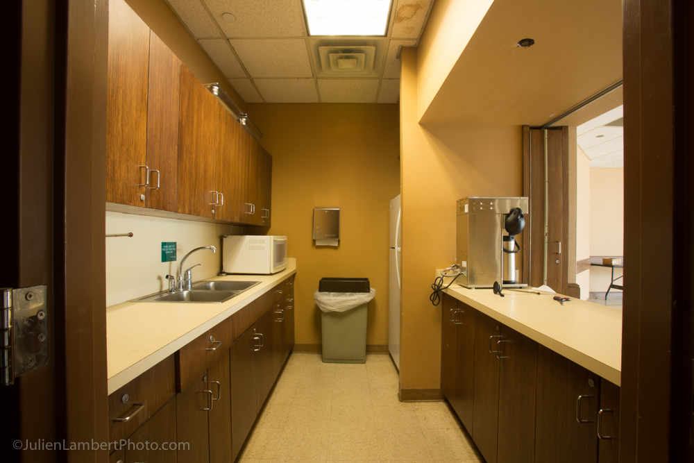 A kitchenette is attached to both sides of the Redbud (Camellia and Azalea Rooms)
