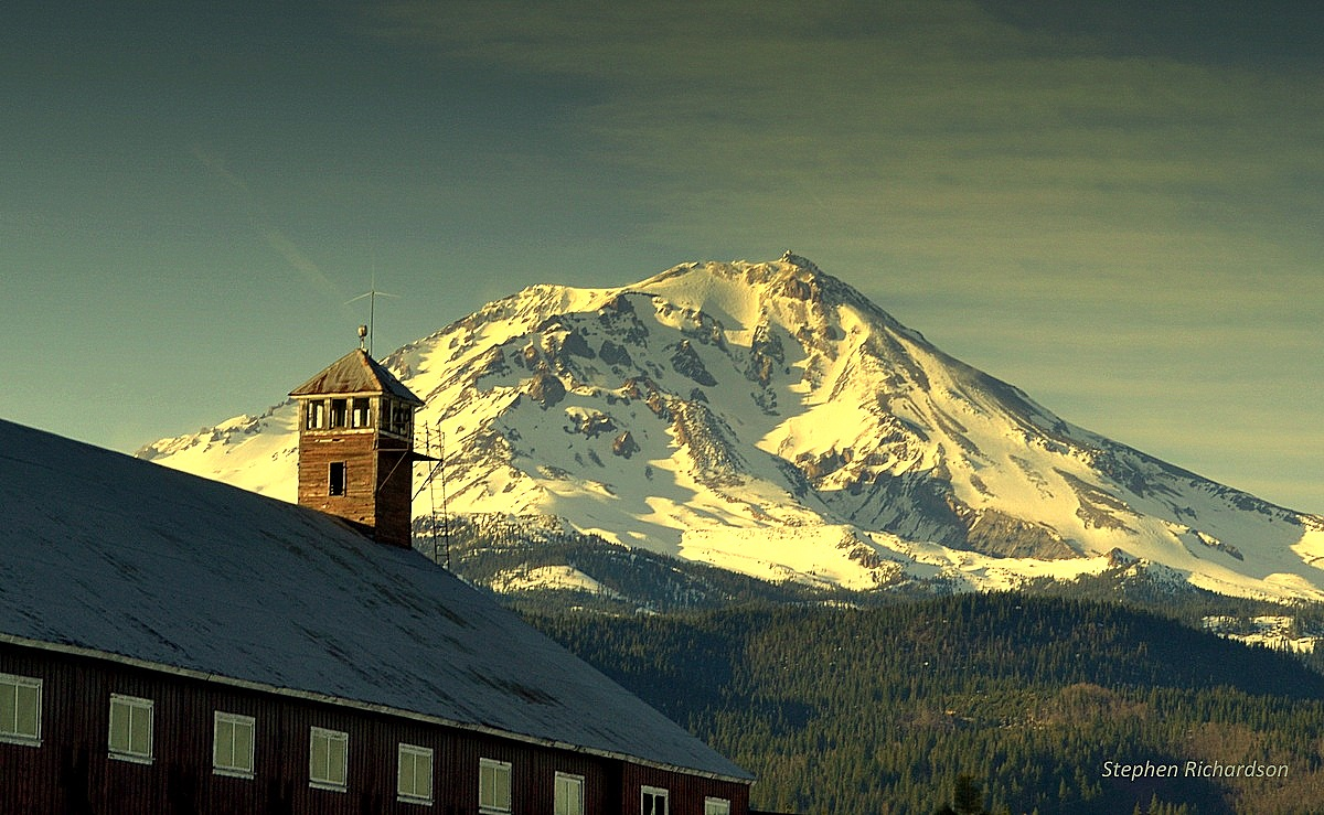 Wake up to a view of    MAJESTIC MT. SHASTA    Lodging
