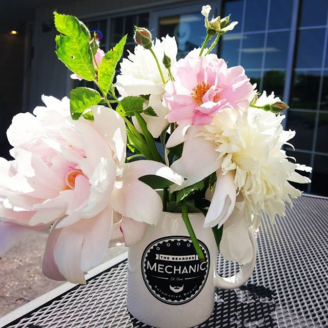 A beautiful bouquet from a awesome customer! Have a great weekend everyone 💐 #peonies #wehavethebestcustomers #happyfriday