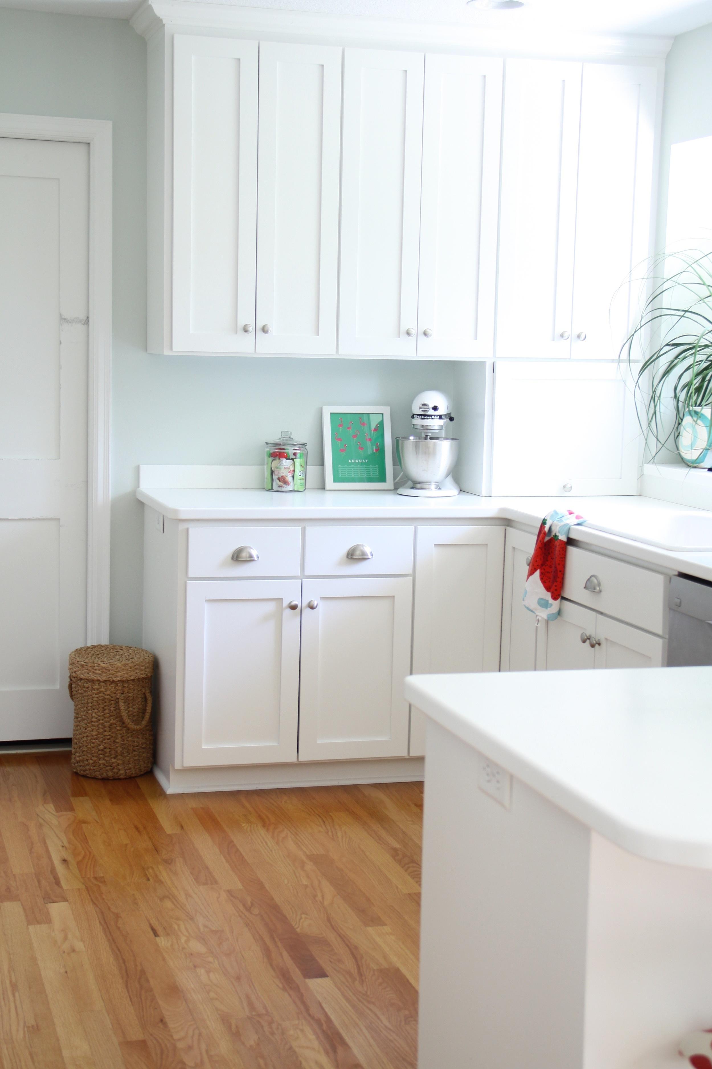 White Kitchen Shaker Style Cabinets