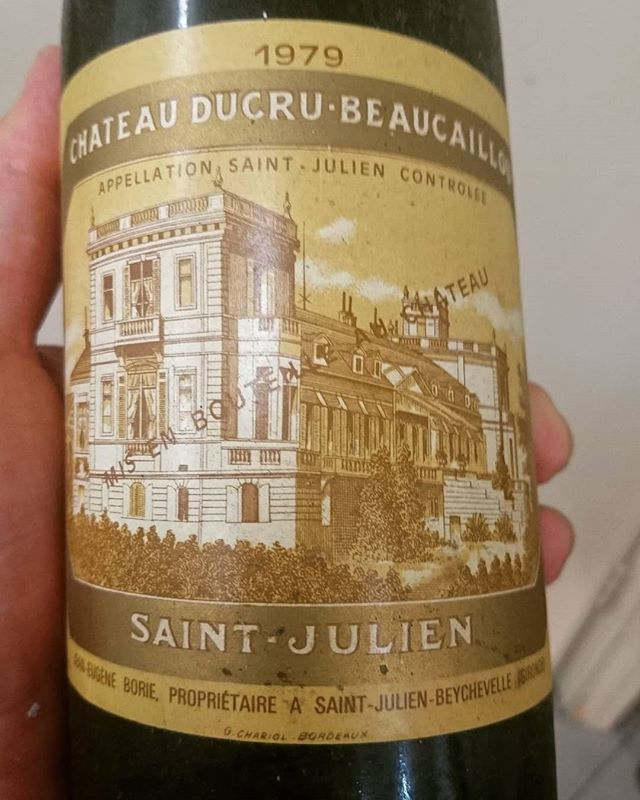 This 1979 Ducru Baucaillou was opened last night @chloesrestaurantadelaide.  Nick advised the wine was still showing off its spices, berries and a hint of vanilla. The colour was deep and the structure was just amazing for its age.  #beaucaillou #frenchwine #france #eatlocalsa #eatlocal #vintagewine #vintagecellar #rarewine #adelaidehills #barossavalley #instawine #Sommelier #redwine #advertiser #thesource #gourmettravellerwine #gourmettraveller #glamadelaide  #indaily