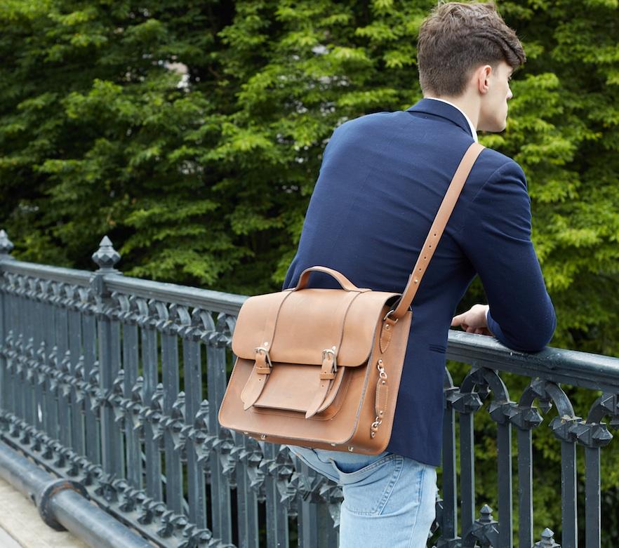 Mac Bike bag on the shoulder.jpg