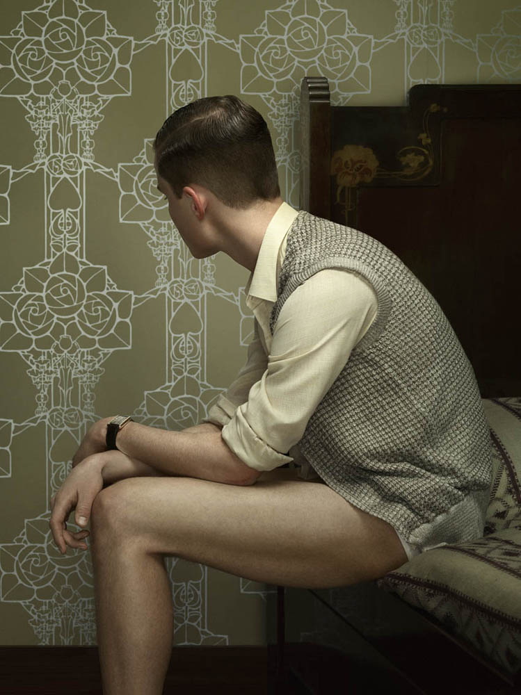 Erwin Olaf, Keyhole 4, 2011,Paris - Courtesy the artist and Rabouan Moussion Gallery Paris