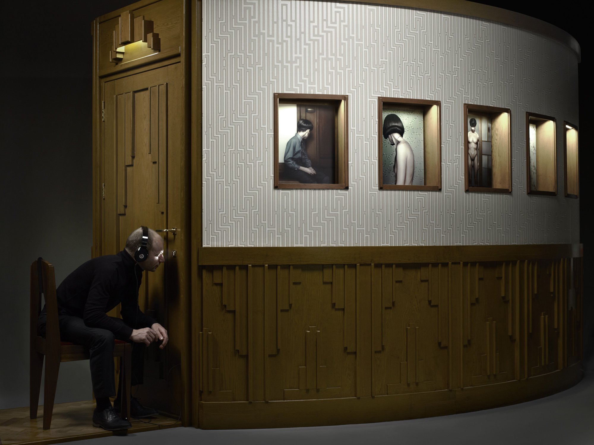 Erwin Olaf, Keyhole 3, 2011,Paris - Courtesy the artist and Rabouan Moussion Gallery Paris