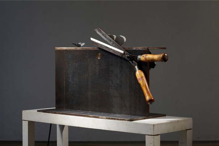 Sunil Gawde,  Inshallah  , 2011, 54 x 24 x 84 cm- Courtesy the artist and Rabouan Moussion Gallery Paris