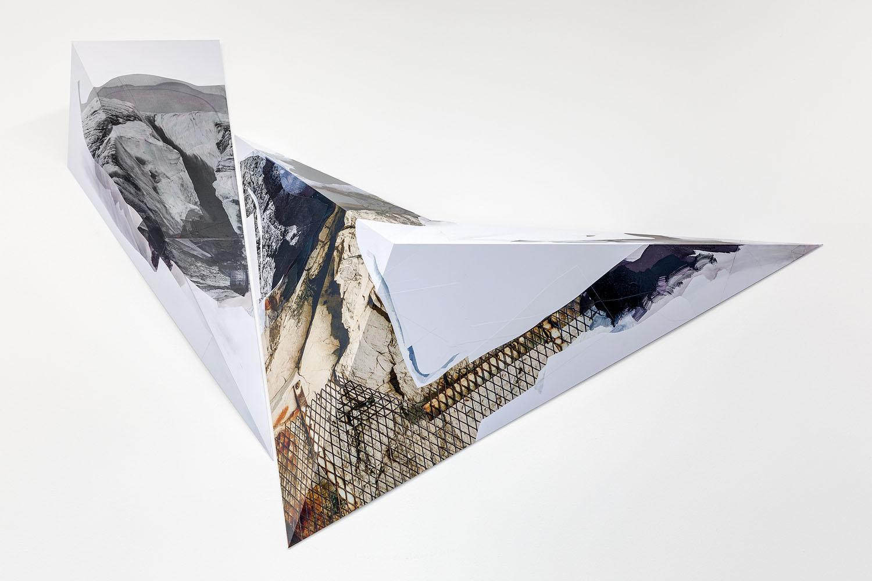 Sans titre, 2017, Encre et acrylique sur vinyle adhésif PVC collé sur dibond 3mm plié, œuvre unique (détail)