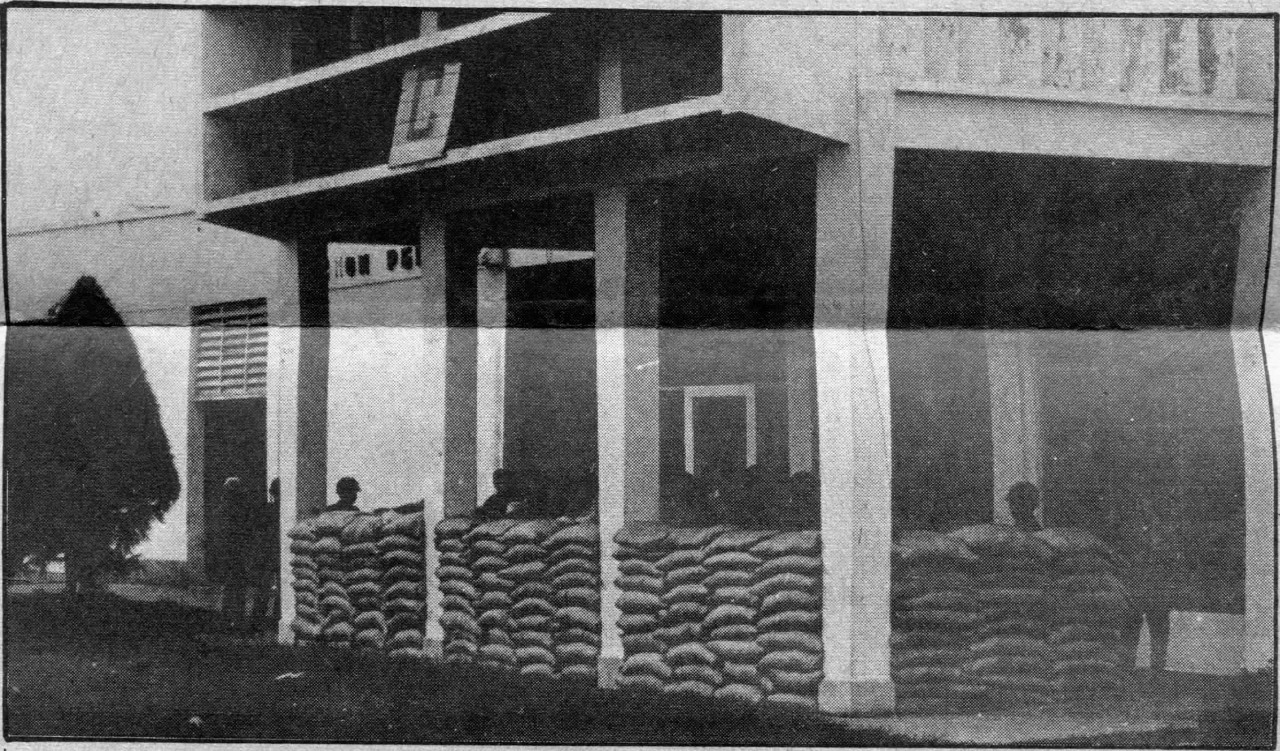 Last stand at Phnom Penh airport: sandbags and soldiers  Photo Philip Brooks