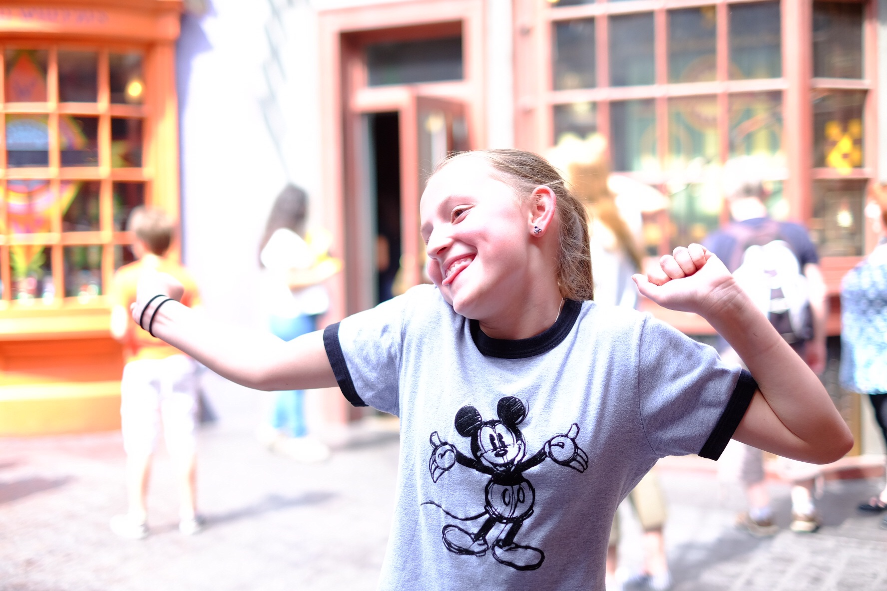 A super excited Harry Potter fan in Diagon Alley!!!