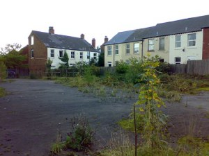 The last terrace in Brookfield Road showing number 40 on the left of the picture.To the left of number 40 is a new (ish) development of houses built on the site of the Heinz warehouse – at least that's what it was in the '50's and early 1960's. The waste land in front of the houses used to be a boat yard according to my Dad, who was apprenticed there for a few weeks in the early 1920's until he had to 'go for the biggest penny' which meant getting a job in the Jewellery Quarter. I do remember him telling me how they used to steam two 35 foot lengths of timber to make the keels for the narrow boats, so the yard was obviously a going concern at one time. Anyone have any knowledge of this?