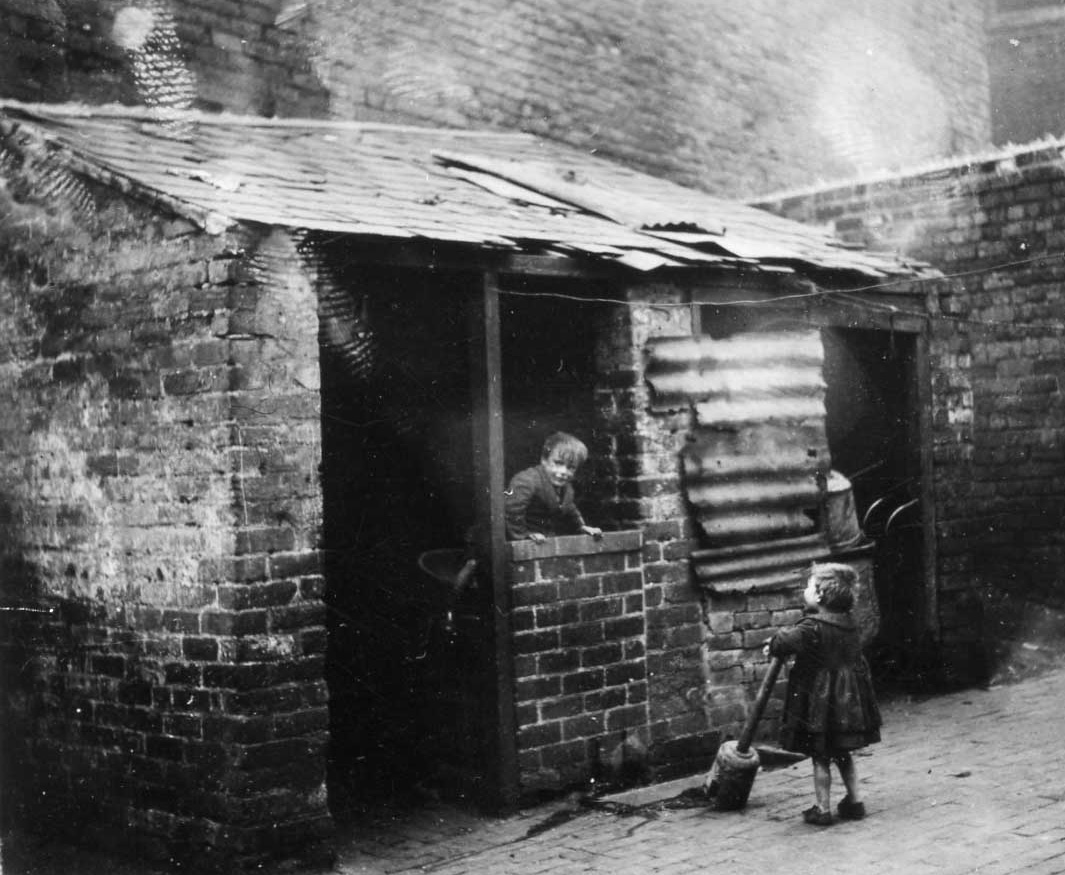 1w - Children and Brew House Cecil Street February 1933- carl.jpg