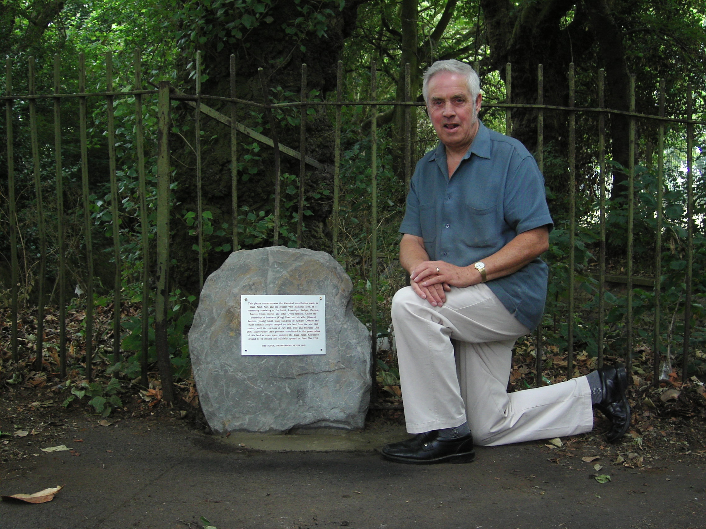 TED RUDGE AND THE NEWLY INSTALLED MEMORIAL STONE 23/07/2005