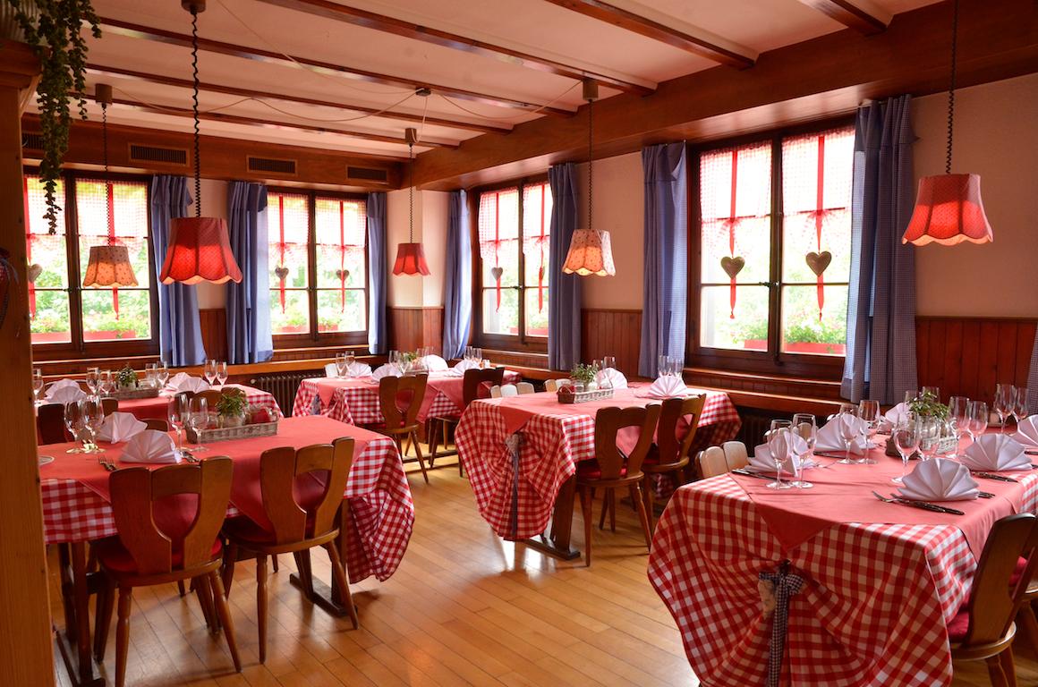 Gaststube - Charme und Gemütlichkeit für zwei bis sechs Personen. Die Gaststube eignet sich für den Individualgast.Kapazität: 30 PersonenEinzelne Tische bis max. 12er Tisch