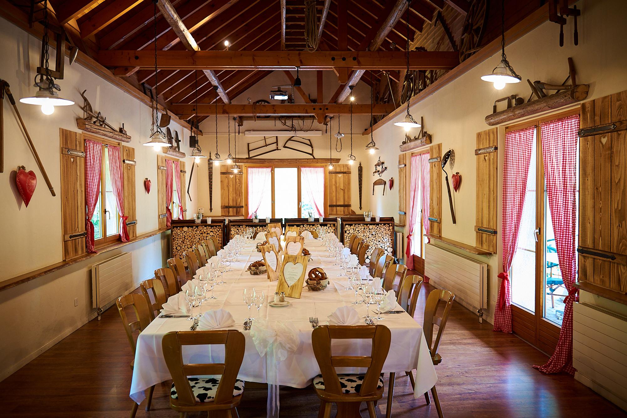 Rumpelsaal - Für grössere Gruppen, Vorträge, Events oder Seminare.Kapaziät: 80 Personen10er oder 12er Reihen bis 40 Personen BlocktischAb 30 Personen wird der Raum exklusiv vergeben.