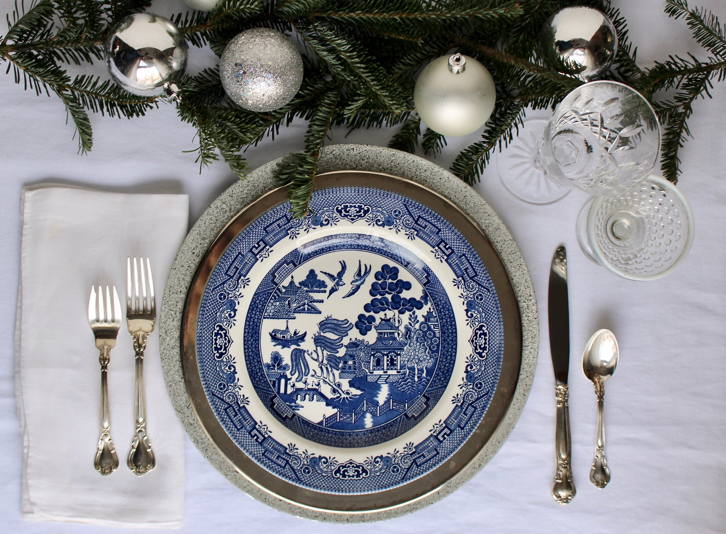 blue and silver christmas tablesetting