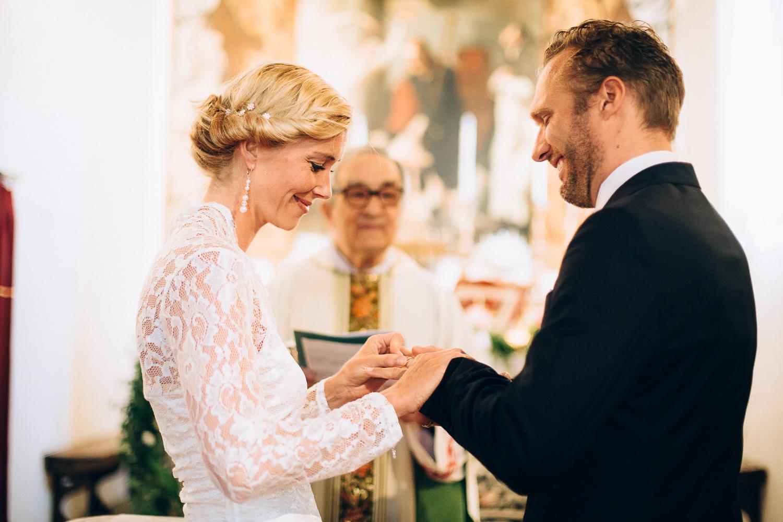 rings-groom-bride.jpg