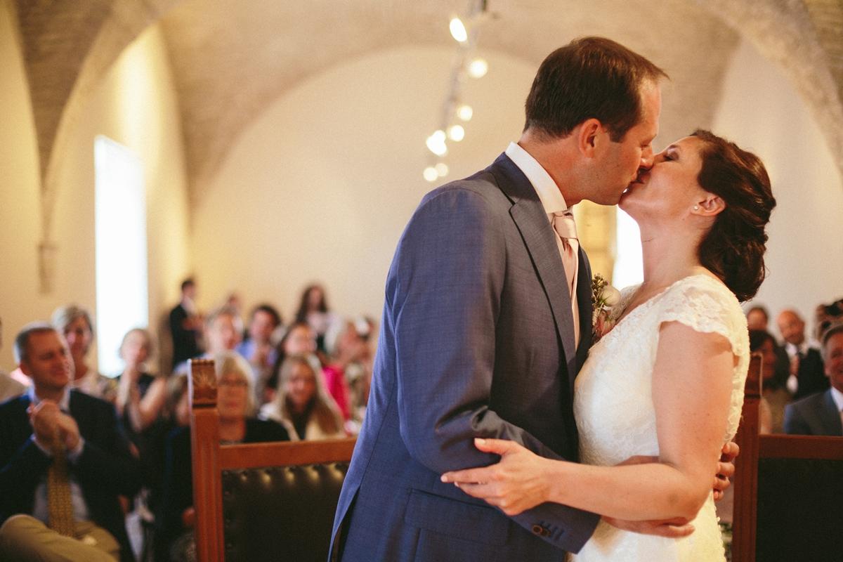 ceremony-kiss-montegridolfo.jpg