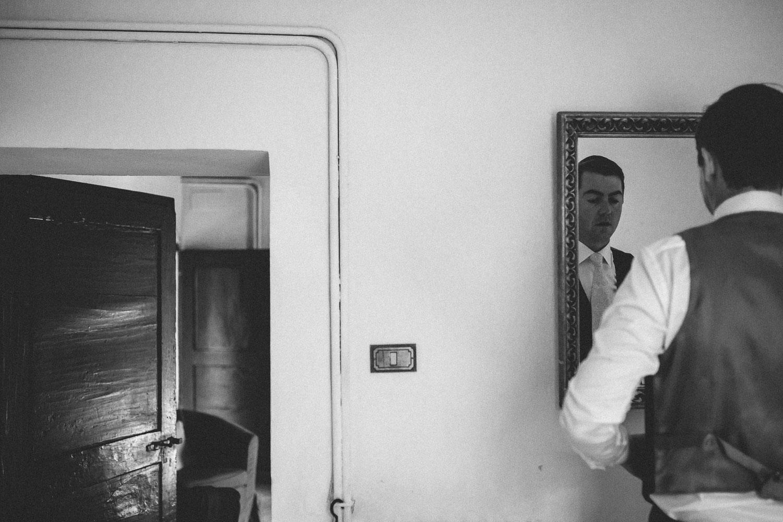 29-groom-mirror.jpg