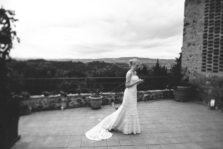 54-bride-waiting.jpg