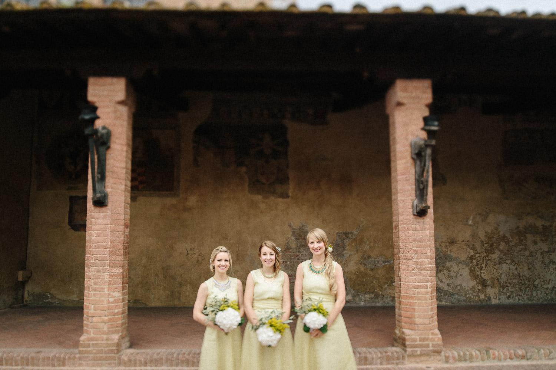63-bridesmaids-in-certaldo.jpg