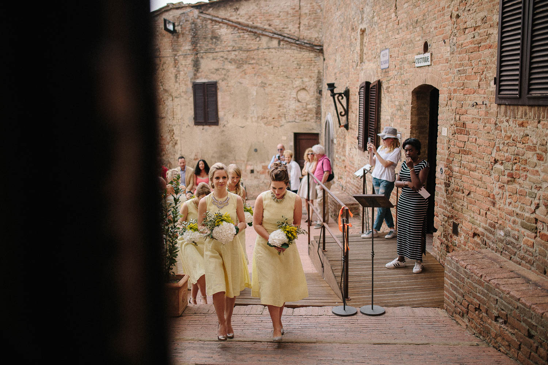 67-bridesmaids-in-tuscany.jpg