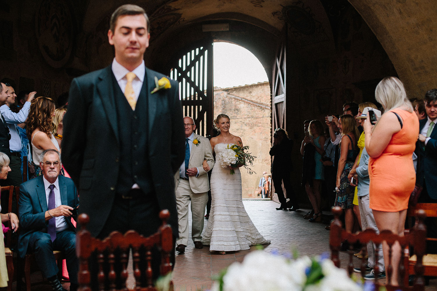 69-bride-and-groom-in-tuscany.jpg