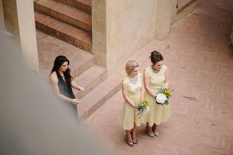 80-bridesmaids-in-certaldo.jpg