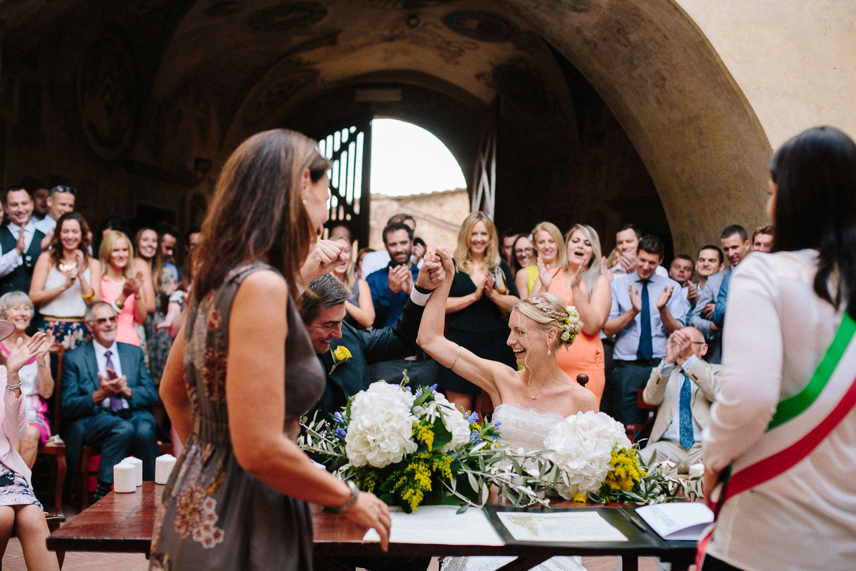 82-bride-groom-smiling-in-certaldo.jpg
