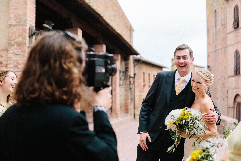 87-bride-groom-smiling-certaldo.jpg