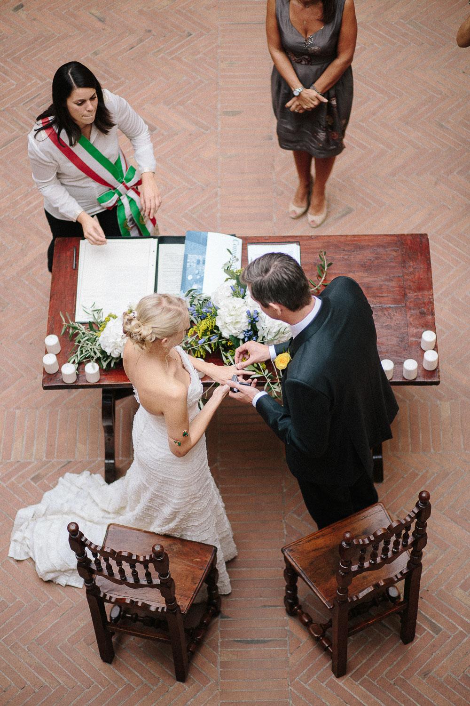 78-bride-groom-in-certaldo-tuscany.jpg