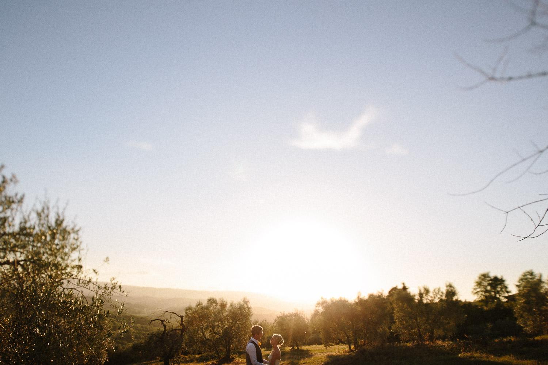 129-bride-groom-sunset-borgo-petrognano.jpg