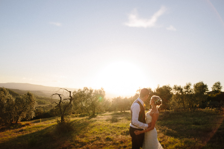 130-bride-groom-sunset-borgo-petrognano.jpg
