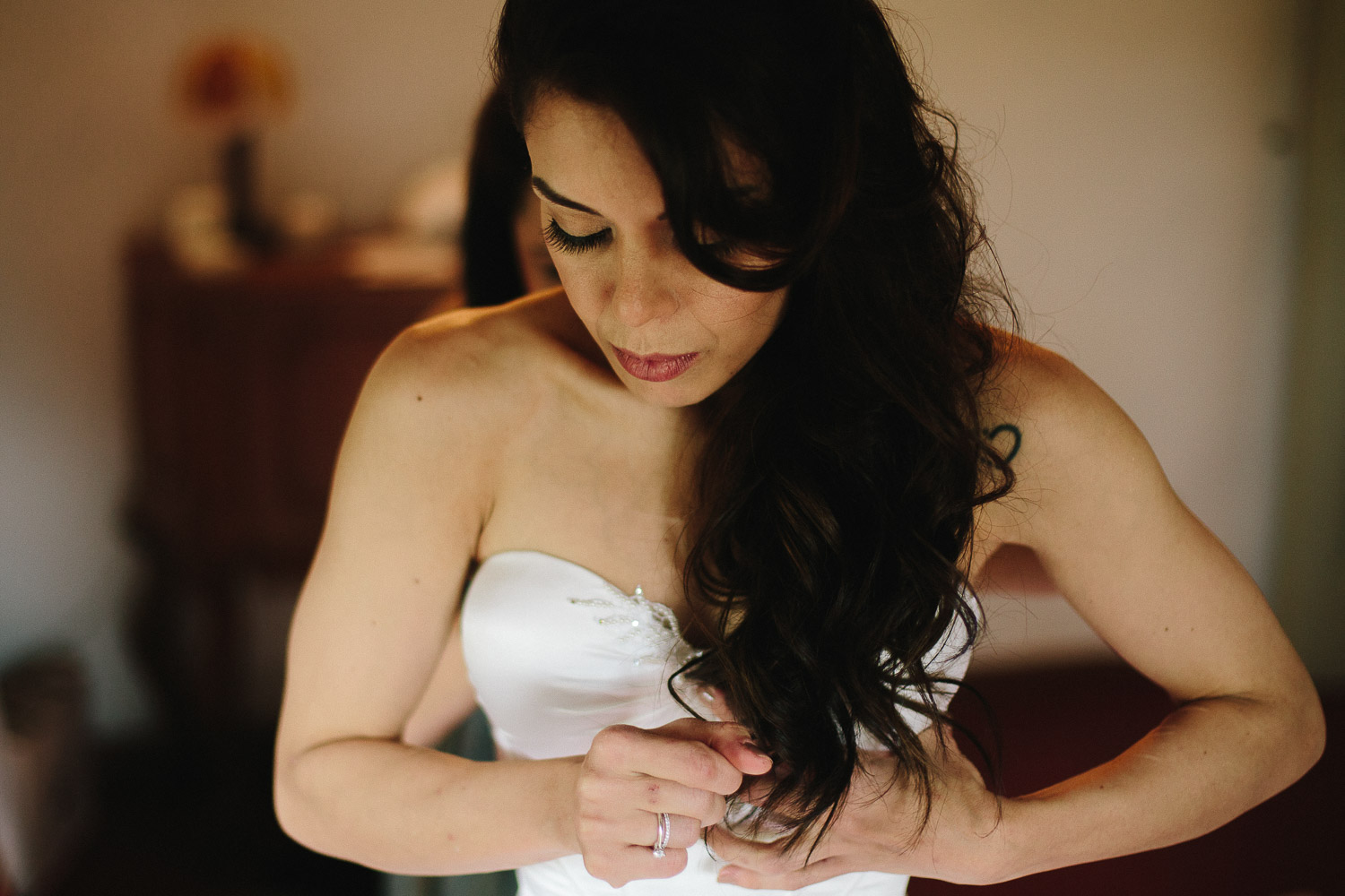 32-bride-getting-ready.jpg