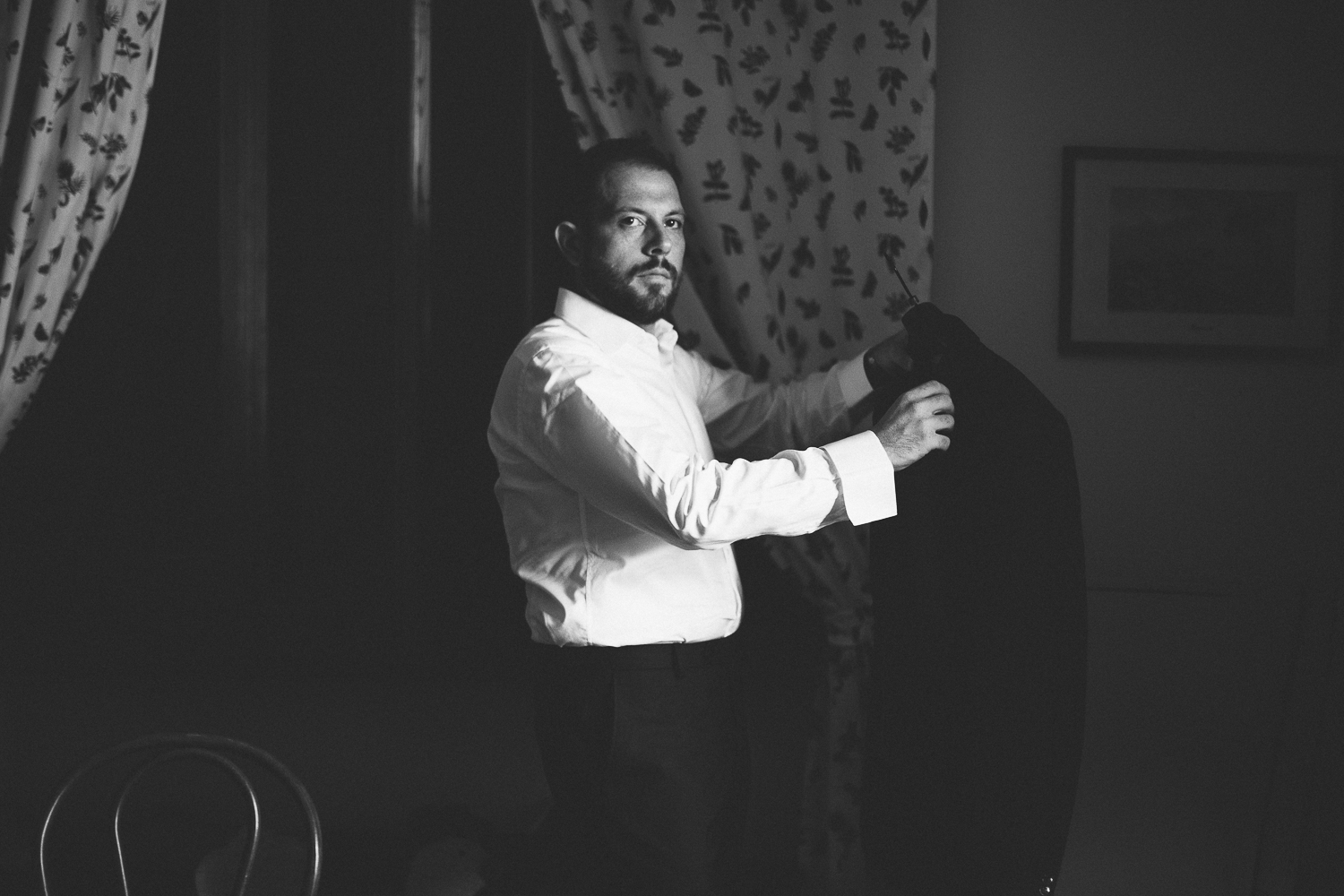 groom-getting-ready-wedding-stop-motion-italy.jpg