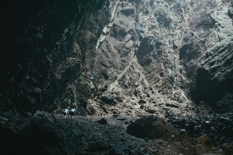 17-huge-cave-piha.jpg