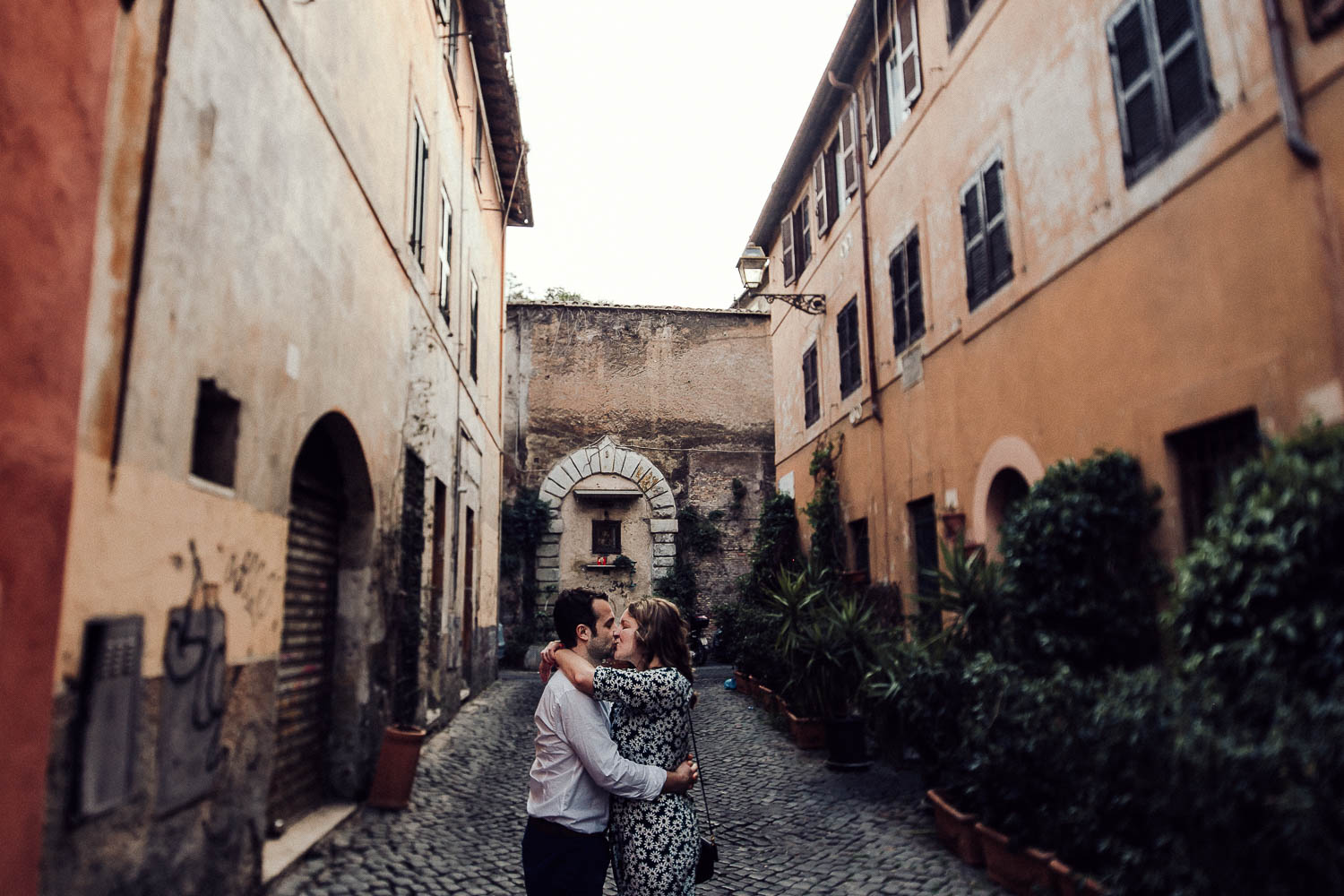 35-couple-in-rome.jpg