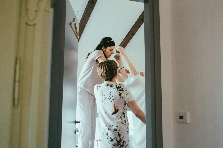 27-bride-getting-ready.jpg