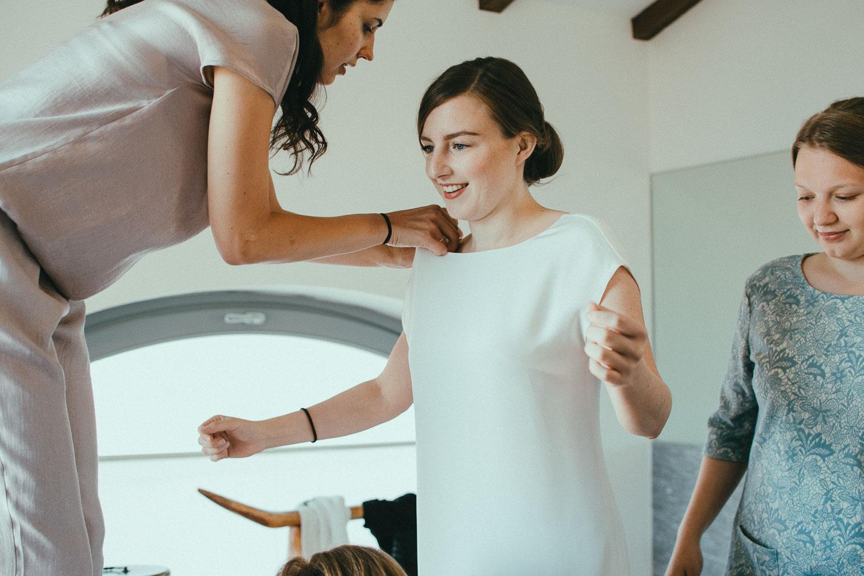 28-bride-getting-ready.jpg