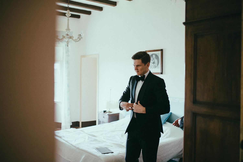 21-groom-get-ready.jpg