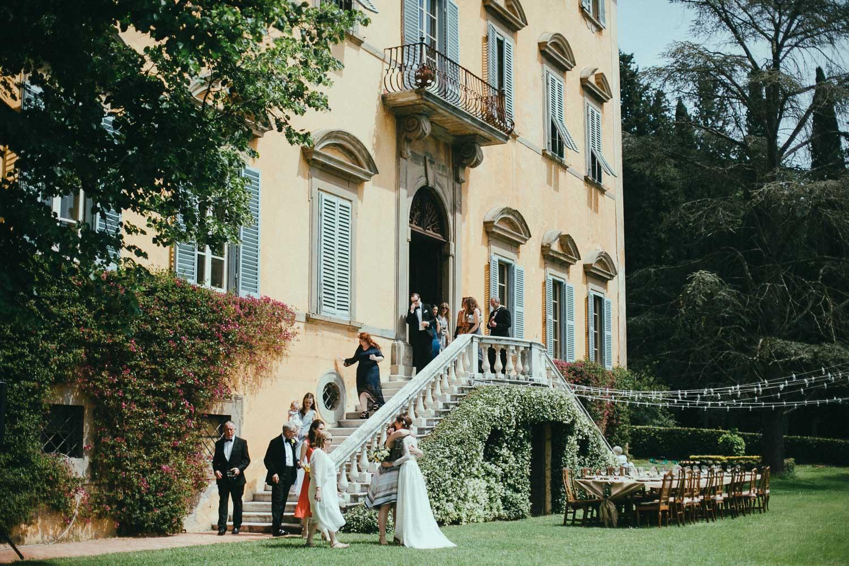 60-wedding-party-italian-villa.jpg
