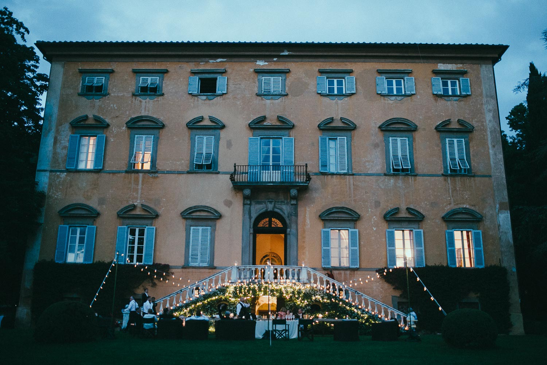 121-wedding-party-italian-villa.jpg