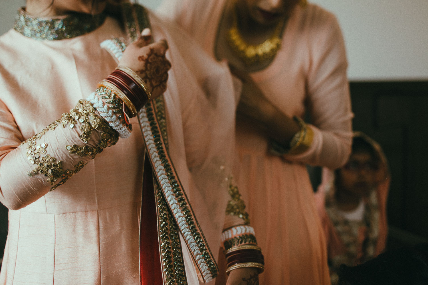 indian-bride-getting-ready (10).jpg