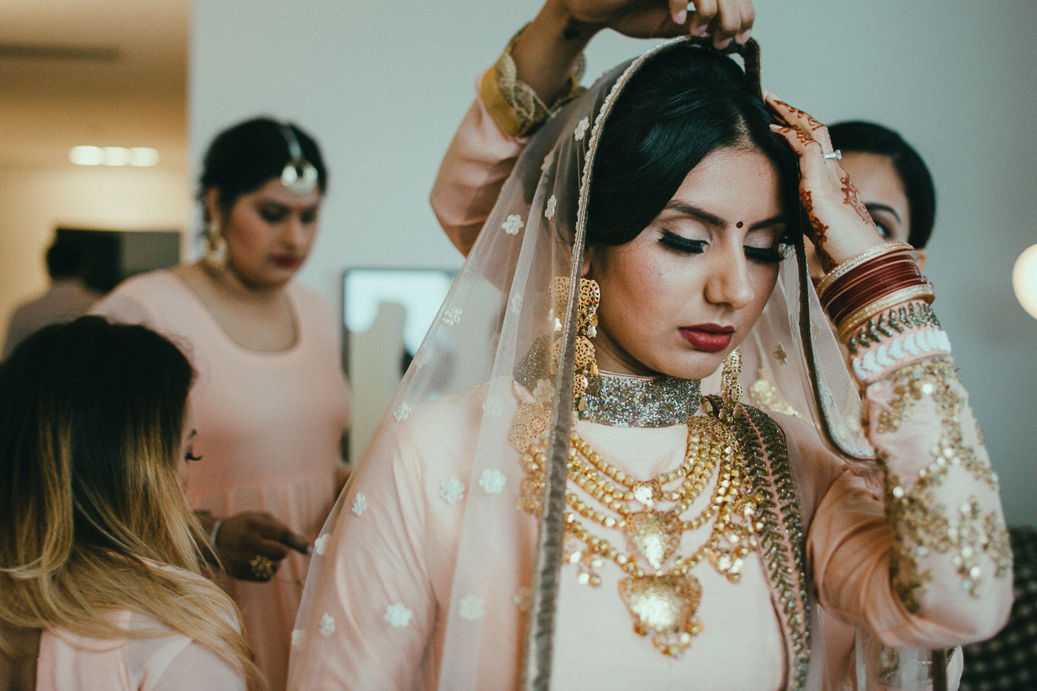 indian-bride-getting-ready (15).jpg